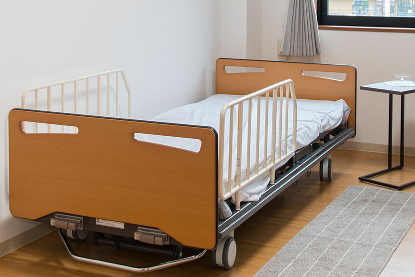 介護用電動ベッドを完備したお部屋